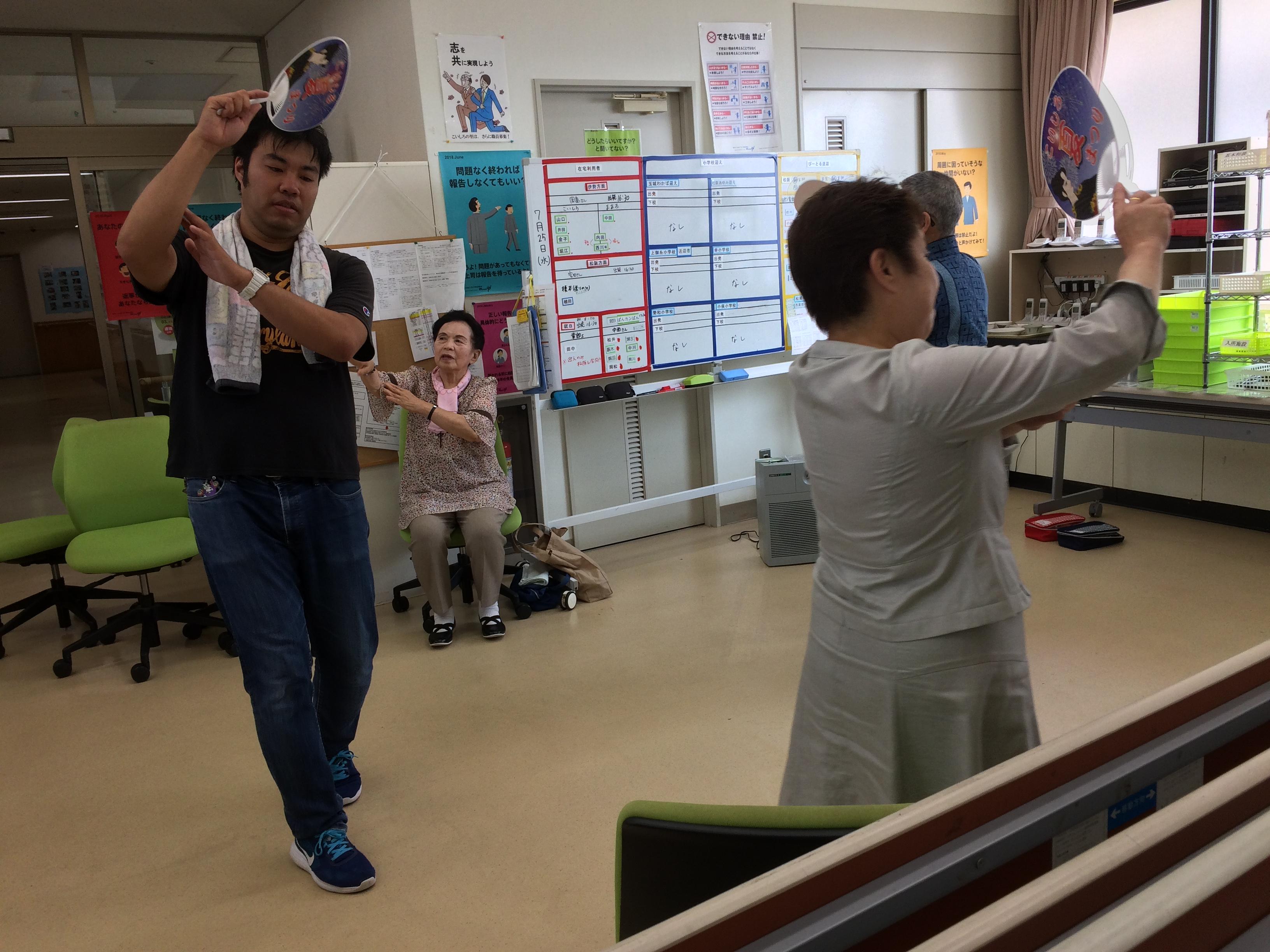 盆踊り練習中!
